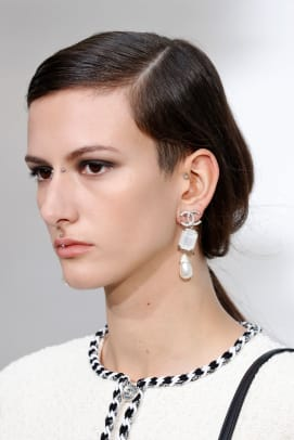 chanel-spring-2021-beauty-estrop1