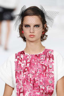 chanel-spring-2021-beauty-estrop2