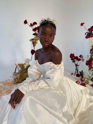 odylyne-the-ceremony-vampira-bridal-2021-wedding-dress-off-the-shoulder