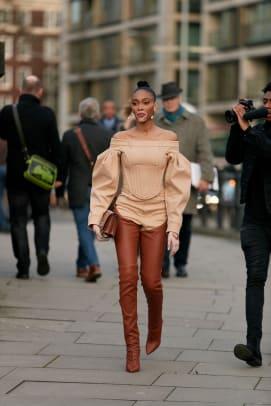 london-fashion-week-fall-2020-street-style-day-4-39