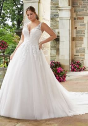 julietta-sigourney-wedding-dress