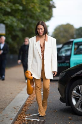 london-fashion-week-street-style-spring-2022-day-4-2