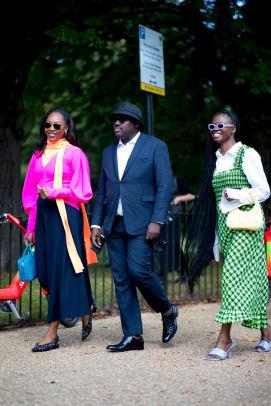 london-fashion-week-spring-2022-street-style-day-4-31
