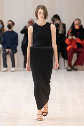 LOEWE_SS22_01_FRONT