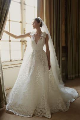 elie-saab-bridal-fall-2022-wedding-dress-bows