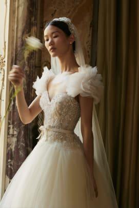 elie-saab-bridal-fall-2022-wedding-dress-embellishments