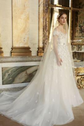 elie-saab-bridal-fall-2022-wedding-dress-flowers