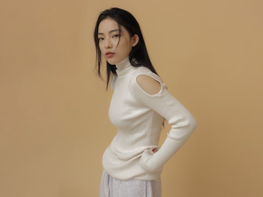Stylenanda Cutout Sleeve Turtleneck Knit Top