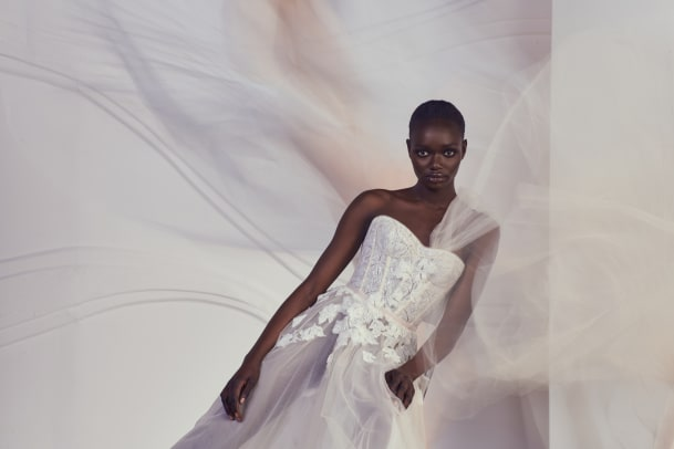 Mira Zwillinger -spring-2022-bridal-wedding-dress-corset