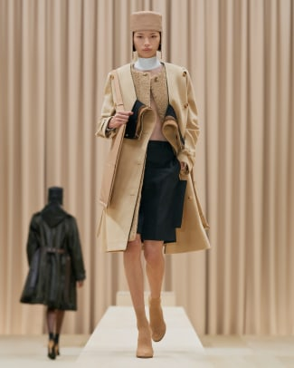 Burberry Autumn_Winter 2021 Womenswear Collection - Look 1 - Xue_001