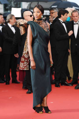 Naomi-Campbell-Best-Cannes-Film-Festival-Red-Carpet-All-Time-22