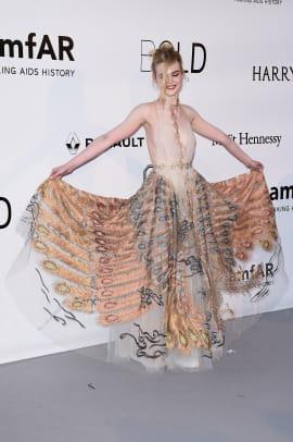 Elle-Fanning-Cannes-2016-Valentino-AMFAR