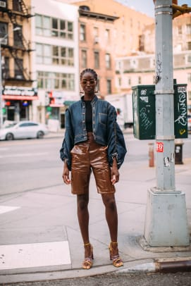 new-york-fashion-week-street-style-spring-2022-day-2-25