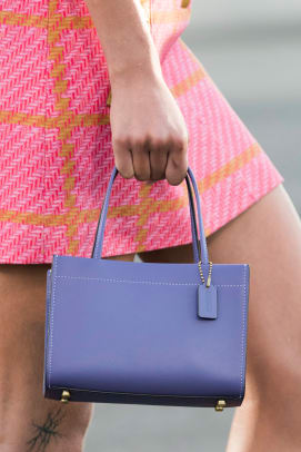 new-york-fashion-week-street-style-spring-2022-best-bags-1