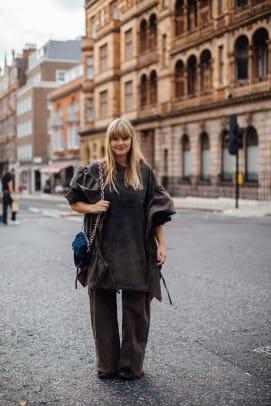 london-fashion-week-street-style-spring-2022-day-2-34