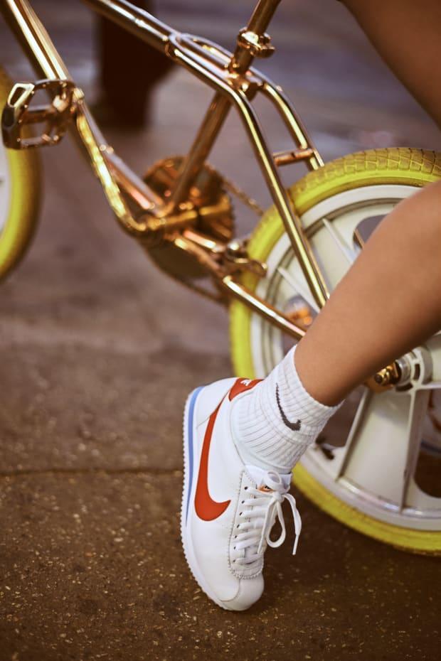 Doctrina Primer ministro eficientemente  Bella Hadid's New Nike Campaign Pays Homage to '70s-Era Farrah Fawcett -  Fashionista