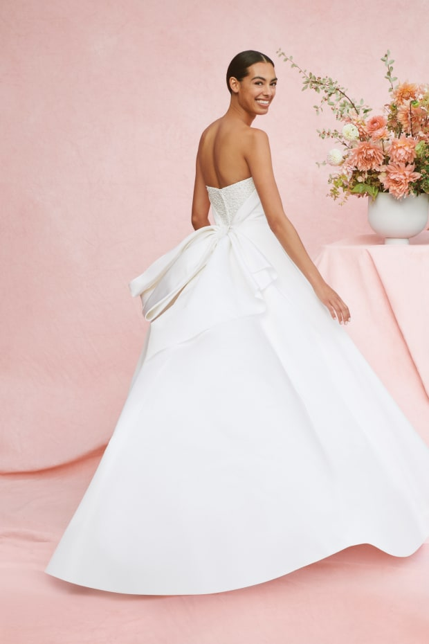 The 11 Top Bridal Trends For Fall 2020 Revisit And Update The Classics Fashionista