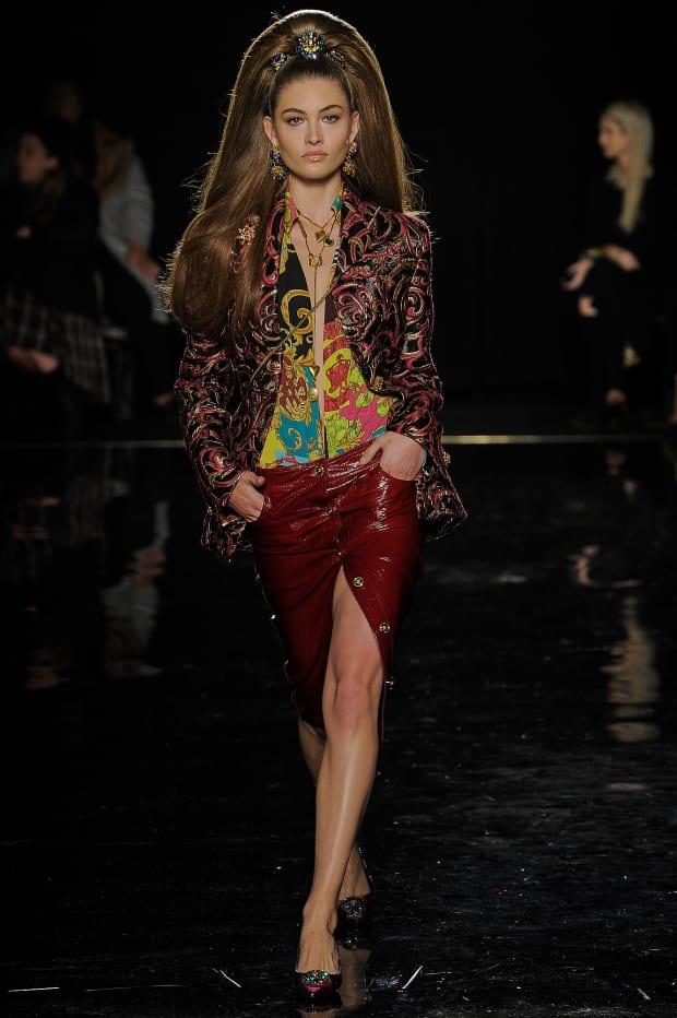 a488cbf9b1 Versace Pre-Fall 2019 Collection Review - Fashionista