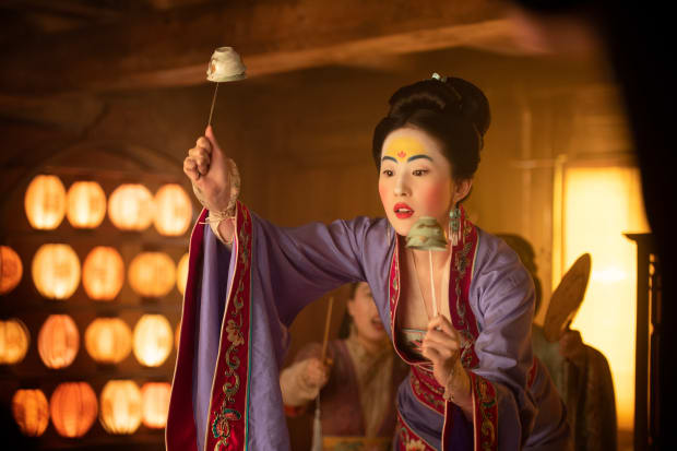 How The Makeup Hair And Costumes In Mulan Speak To Chinese Art And History And Disney Nostalgia Fashionista