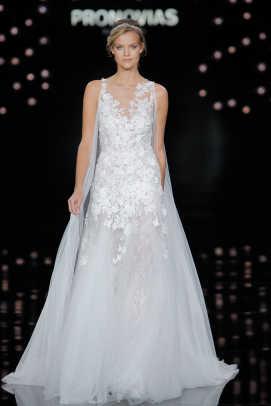 Inside Barcelona\'s Bridal Week: Victoria\'s Secret Angels, Bloggers ...