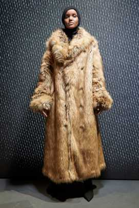 5_2_27 Halima Aden -yeezy-season-5-fall-winter-2017-lookbook