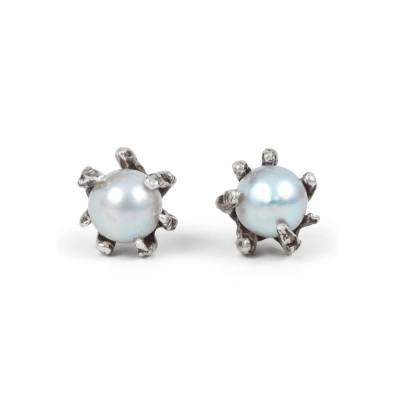 lauren-wolf-grey-pearl-claw-earrings