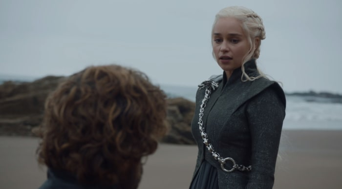 When Is Daenerys Targaryen Going To Land A Versace border=