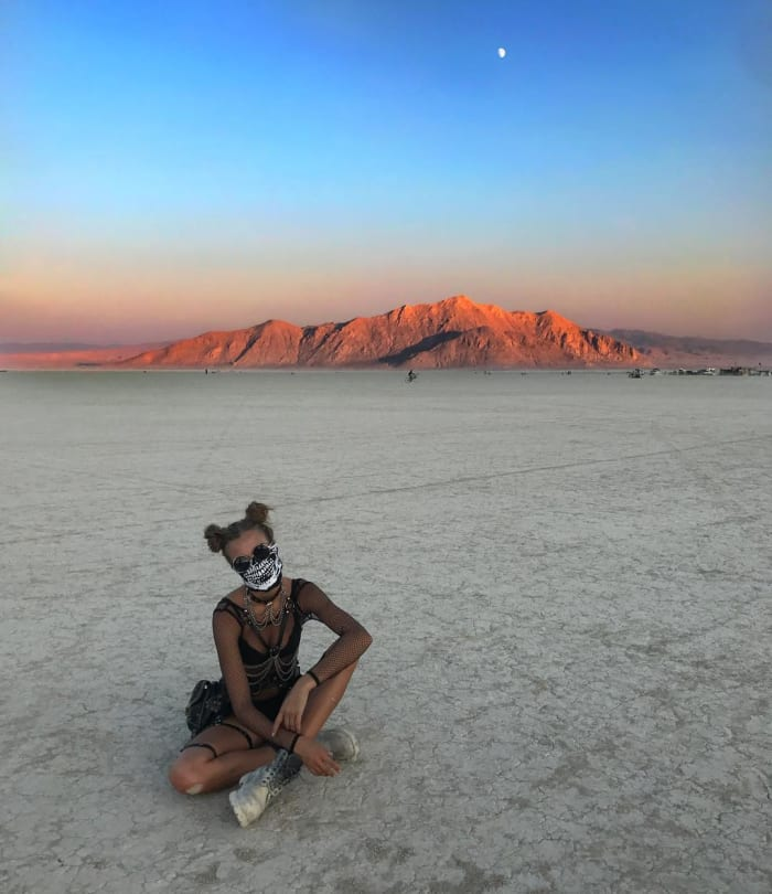 18 Pictures Of Fashion People Basically Naked And Covered In Dust At Burning Man -6891