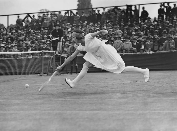 The 1922 tennis player Suzanne Action in Wimbledon.
