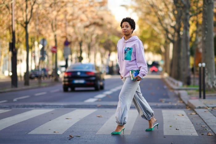 Ellie Delphine of@slipintostylein a loungewear number in Paris.