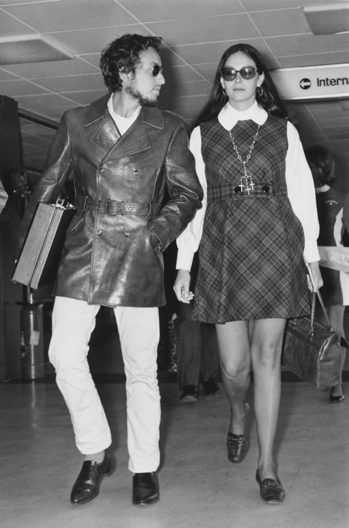Bob Dylan and Sara Lownds at Heathrow Airport in 1969.