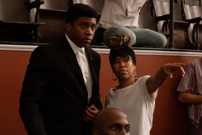 Cassius Clay (Eli Goree) e a diretora Regina King.