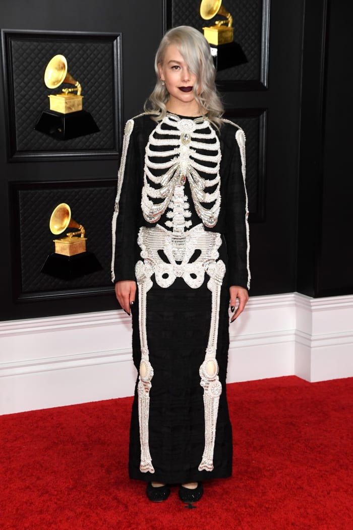 Grammys-2021-Best-Dressed-Phoebe-Bridgers-Thom-Browne