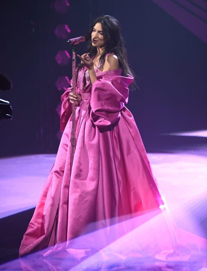 Grammys-2021-Best-Dressed-Dua-Lipa-Versace-2