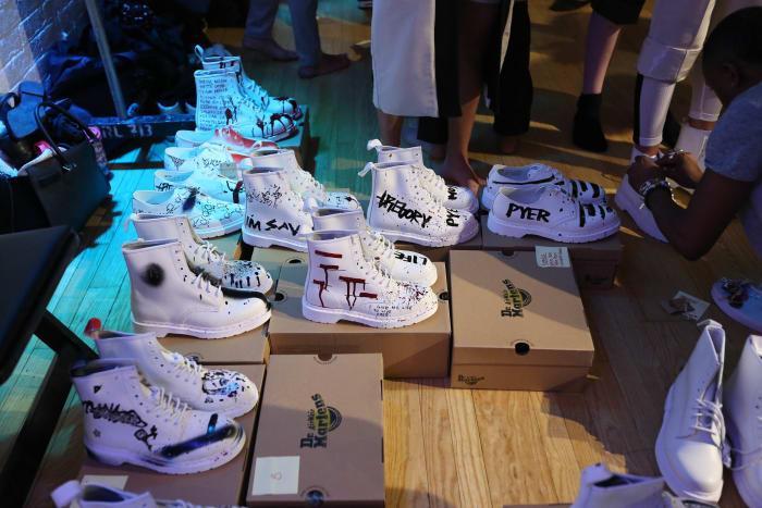 Sapatos da coleção Primavera 2016 de Pyer Moss.