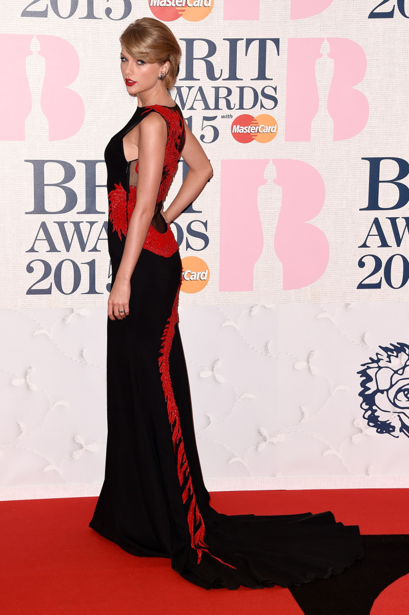 Taylor Swift continues her red carpet domination across the pond in Roberto Cavalli Atelier. Photo: Ian Gavan/Getty Images