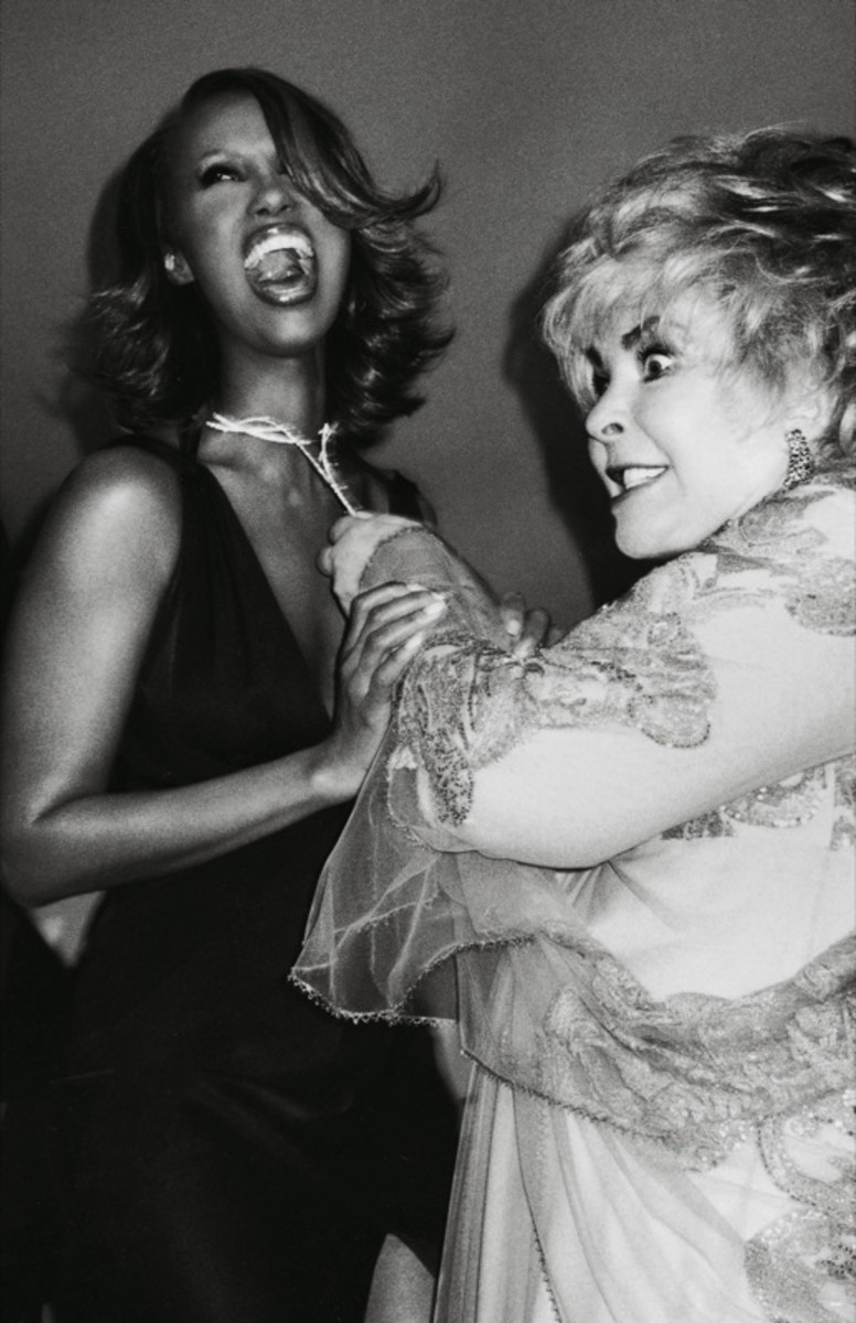 Liz Taylor tries to steal Iman's jewels, snapped by Roxanne Lowit