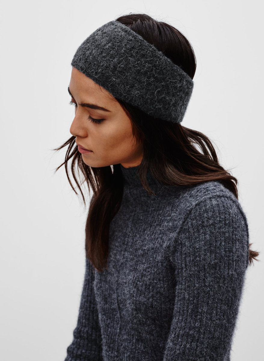 Aritzia Wilfred Malot Headband, $35, available at Aritzia.