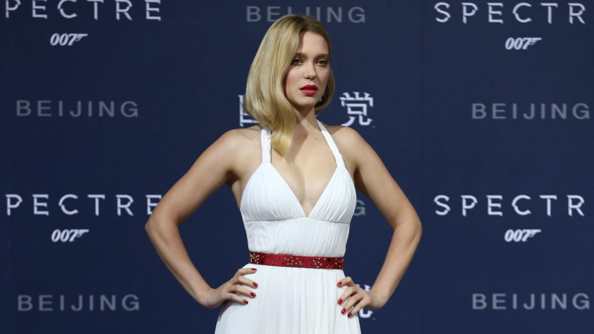 L 233 A Seydoux Went Full Marilyn Monroe In White Pleated