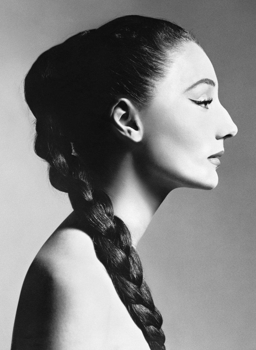 Jacqueline de Ribes, 1955. Photo: Richard Avedon, © The Richard Avedon Foundation, Courtesy of The Metropolitan Museum of Art