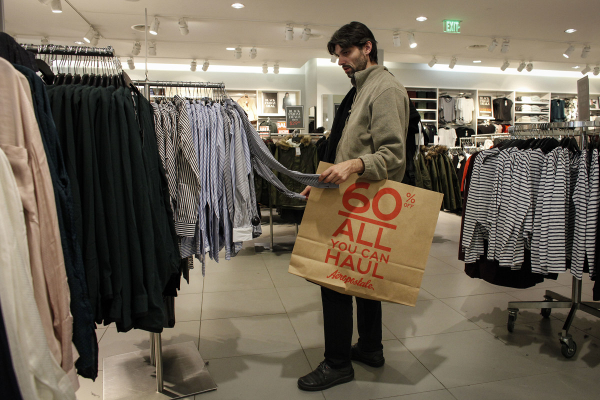 A man shopping the Black Friday sales at H&M. Photo: Kena Betancur/Getty Images
