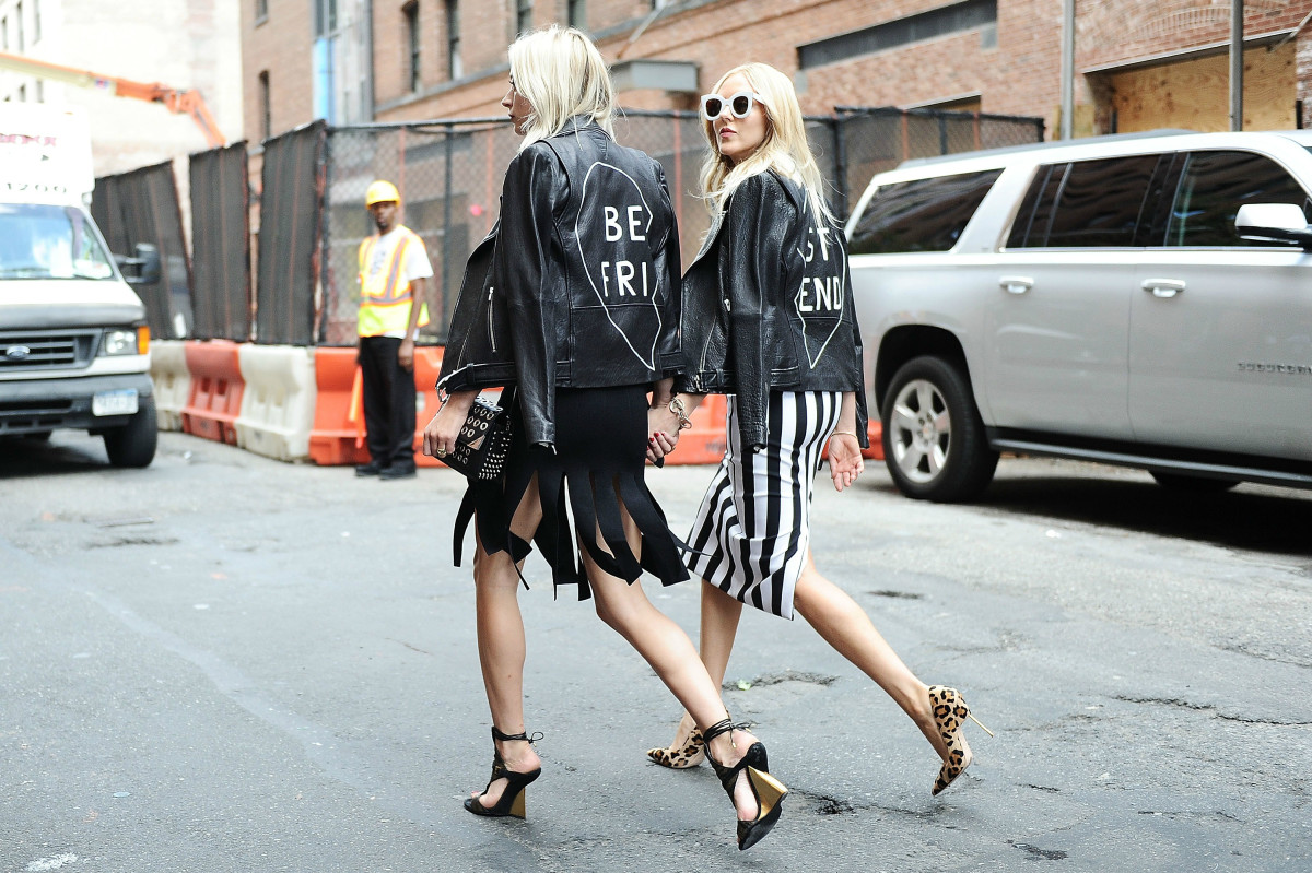 Caroline Vreeland and Shea Marie outside Cushnie et Ochs's spring 2016 New York Fashion Week show. Photo: Daniel Zuchnik/Getty Images