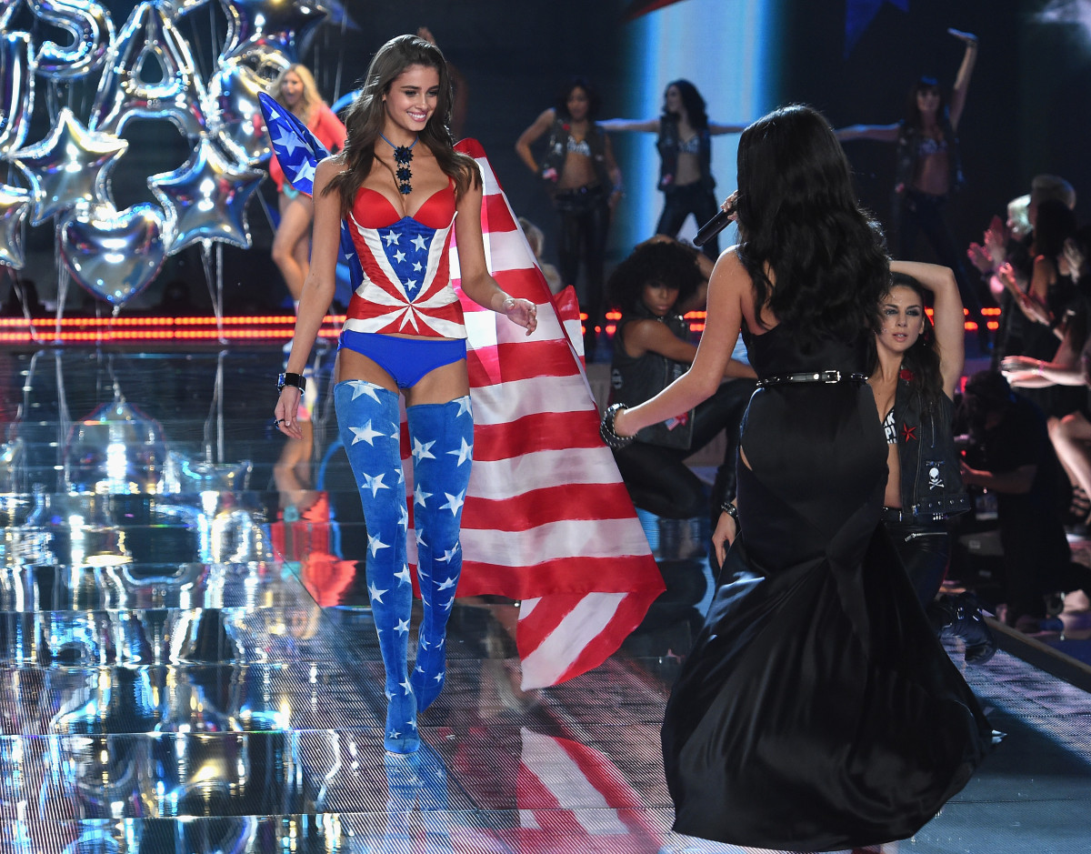 27b813dd965 Taylor Hill Says Her Life is Like  Night and Day  Since Becoming a Victoria s  Secret Angel - Fashionista