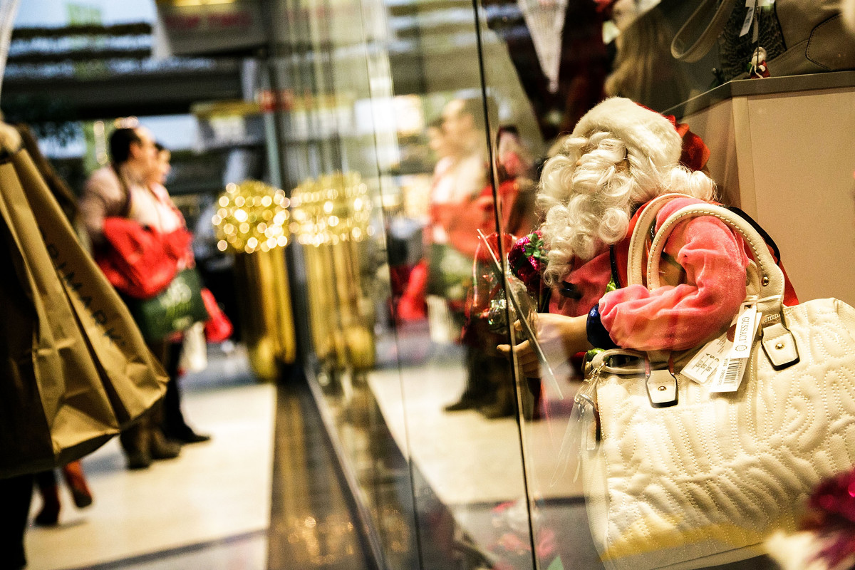 Holiday shopping in Berlin. Photo: Carsten Koall/Getty Images