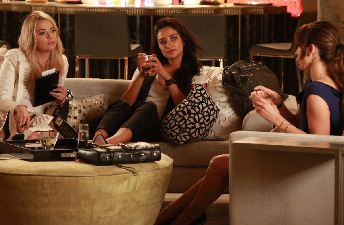 "Hanna, Emily and Spencer doing their ""Sex and the City"" thing in the midseason premiere. Photo: ABC Family/Ron Tom"