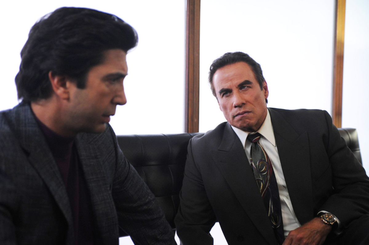 Robert Kardashian (David Schwimmer), Robert Shapiro (John Travolta) and Shapiro's snazzy '90s tie. Photo: Ray Mickshaw/FX