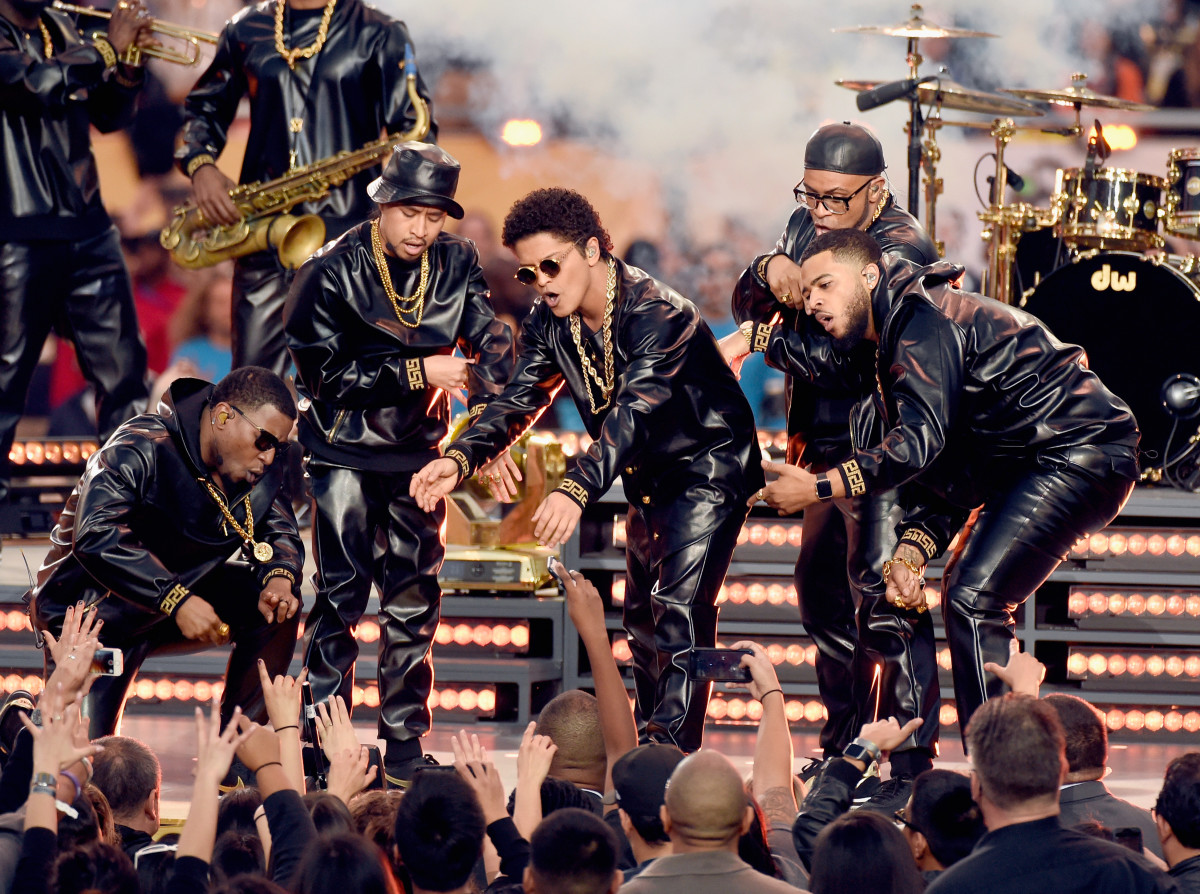 Bruno Mars in Versace at the Super Bowl 50 halftime show. Photo: Kevin Mazur/WireImage