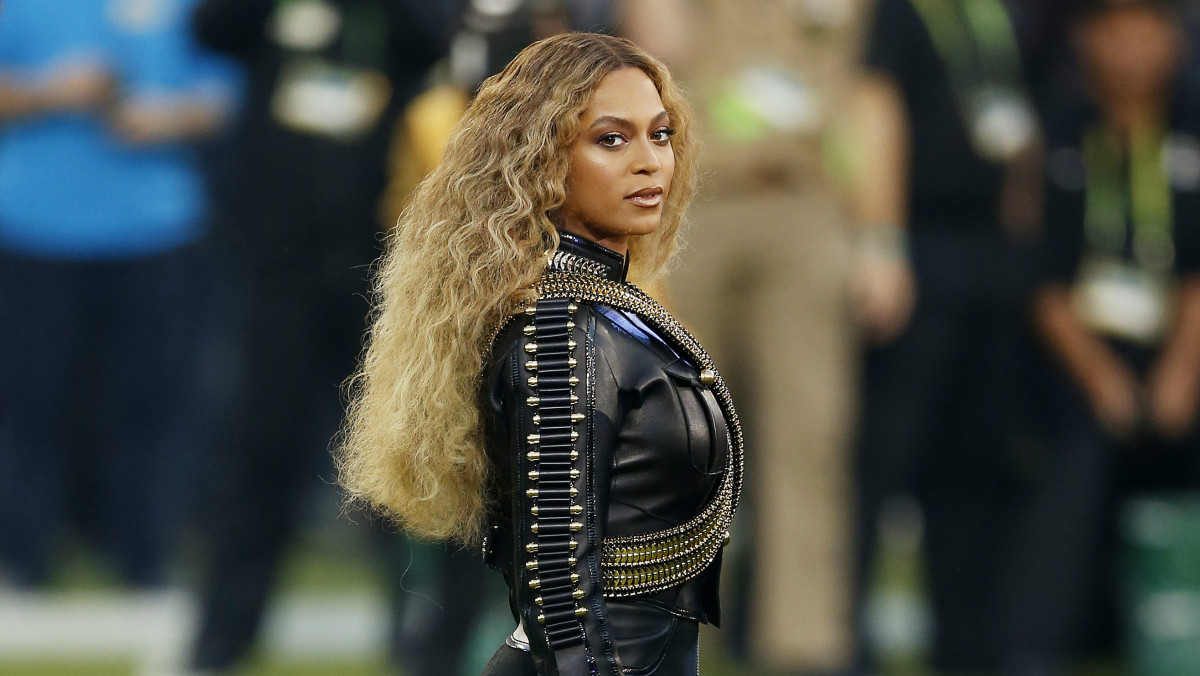 Beyoncé Pays Homage to the Black Panthers in Dsquared2 at ...