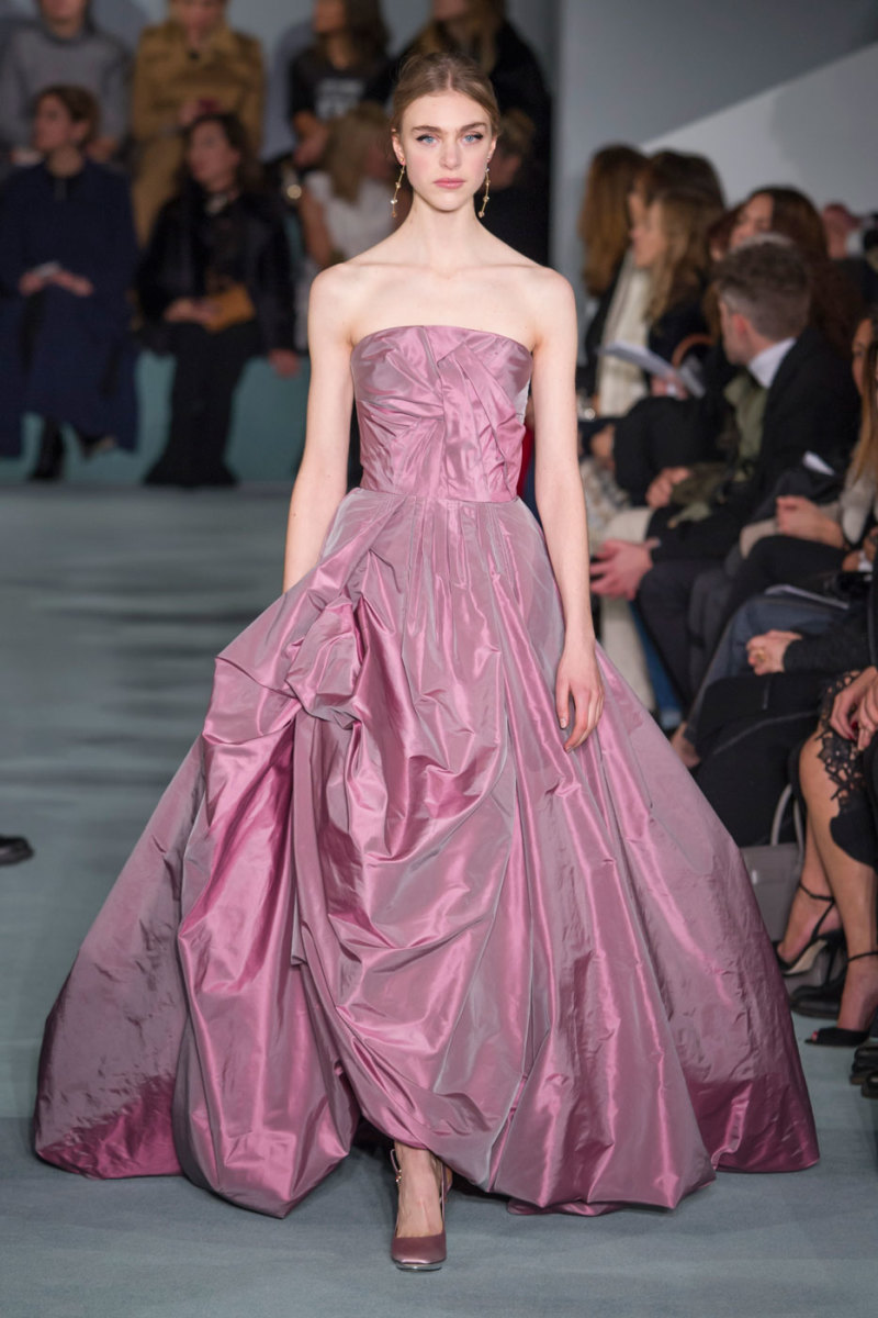 A look from Oscar de la Renta's fall 2016 show. Photo: Imaxtree