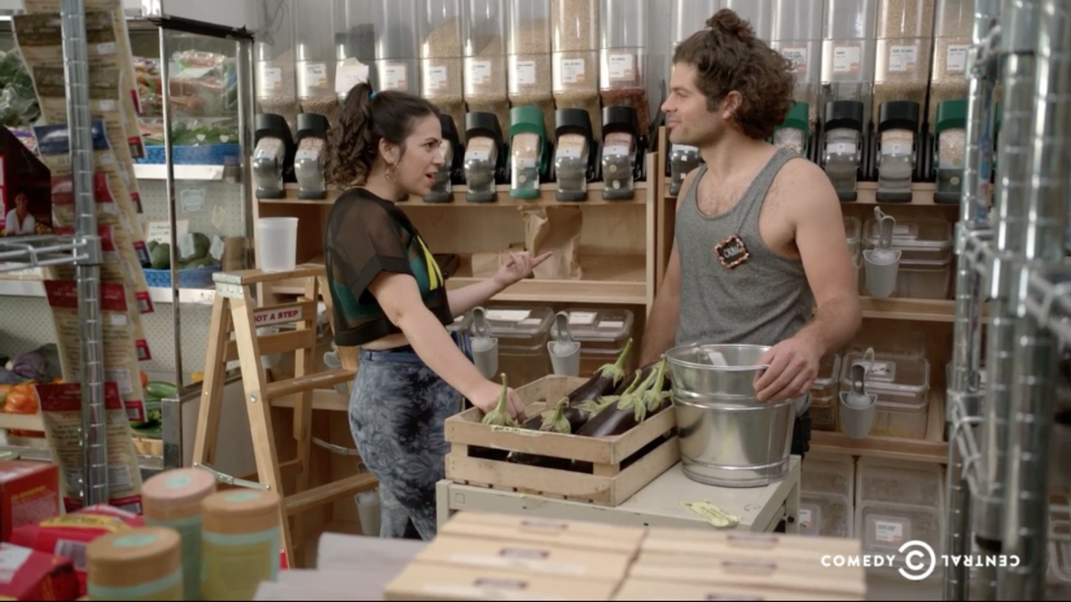 """""""Ilana"""" and co-op dreamboat Craig chilling by the bulk bins. Screengrab: Comedy Central"""